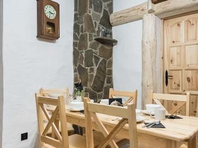 jadalnia w domku góralskim
